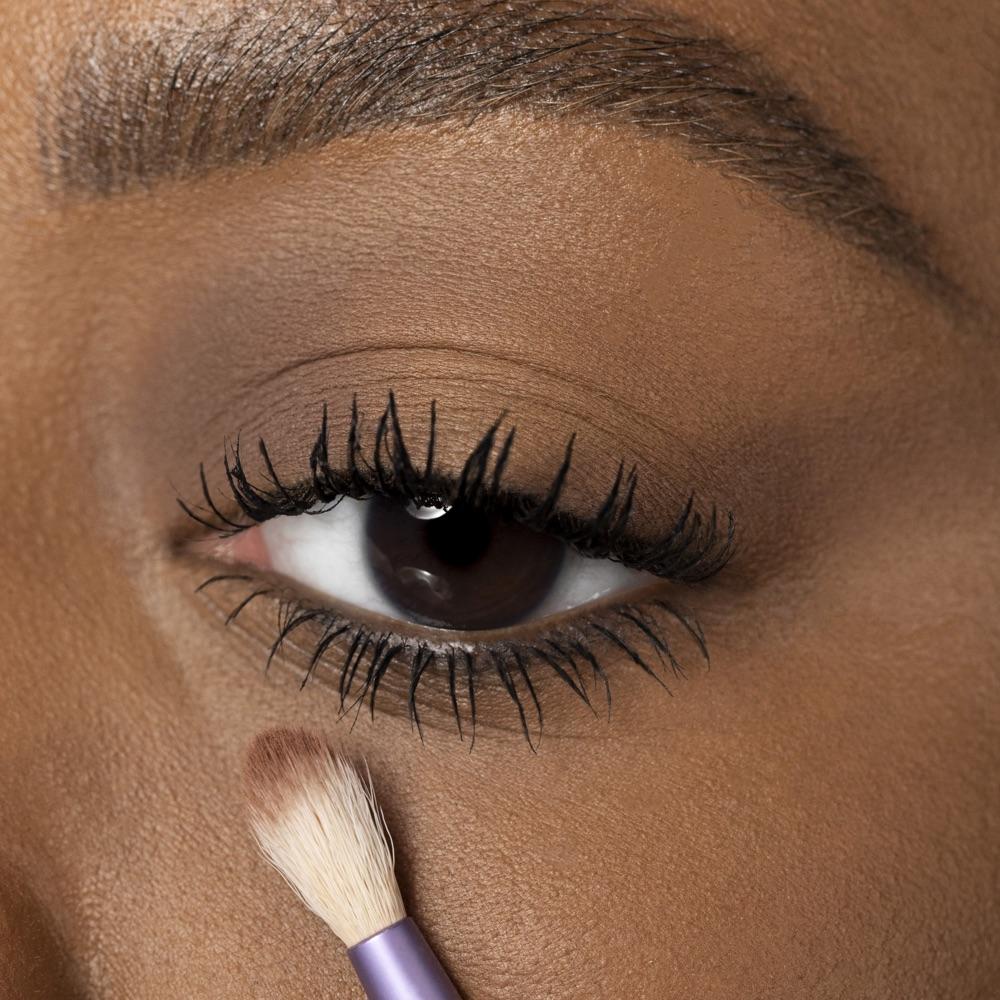 Biscuit Brown - AS 110 - eyeshadow we make-up - Medium skin tone