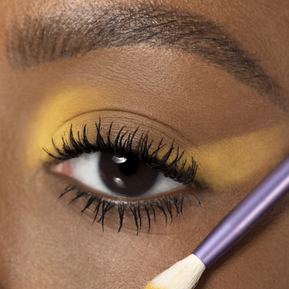 Mustard Yellow - AS 115 - eyeshadow we make-up - Medium skin tone