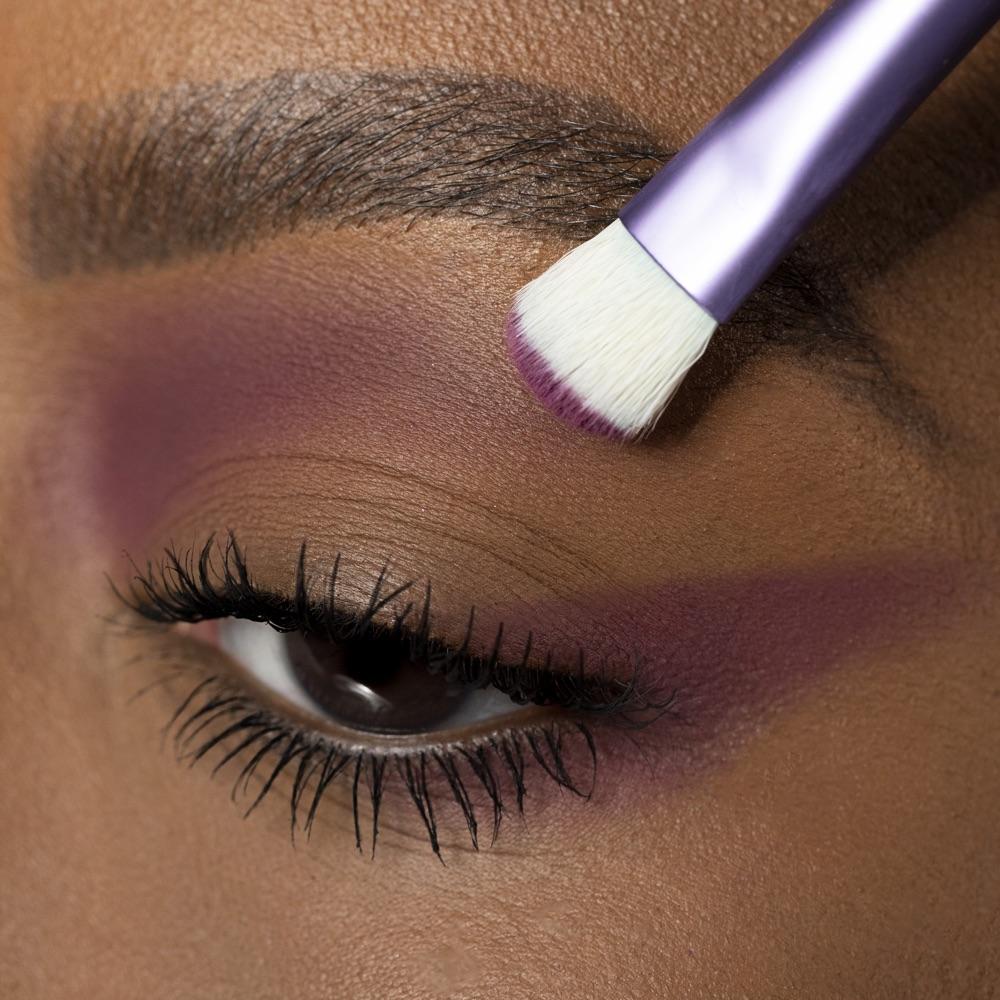Red-violet - AS 131 - eyeshadow we make-up - Medium skin tone