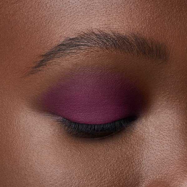 Red-violet - AS 131 - eyeshadow we make-up - Dark skin tone