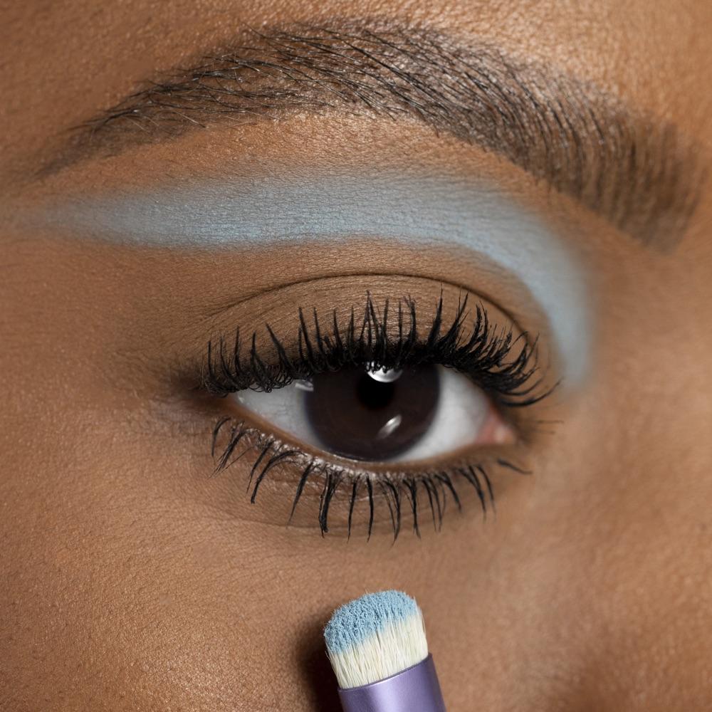 Grayish Blue - AS 135 - eyeshadow we make-up - Medium skin tone