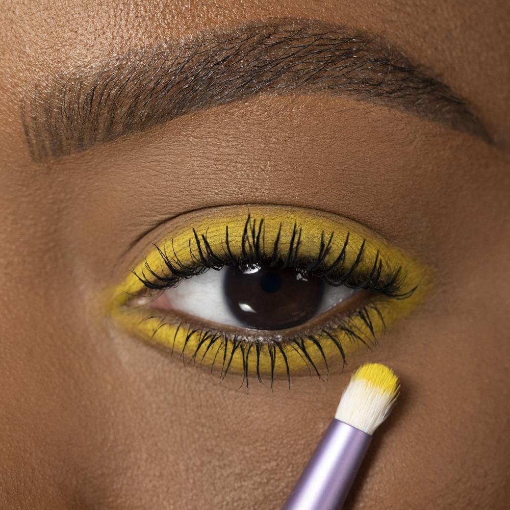 Dandelion Yellow - AS 147 - eyeshadow we make-up - Medium skin tone