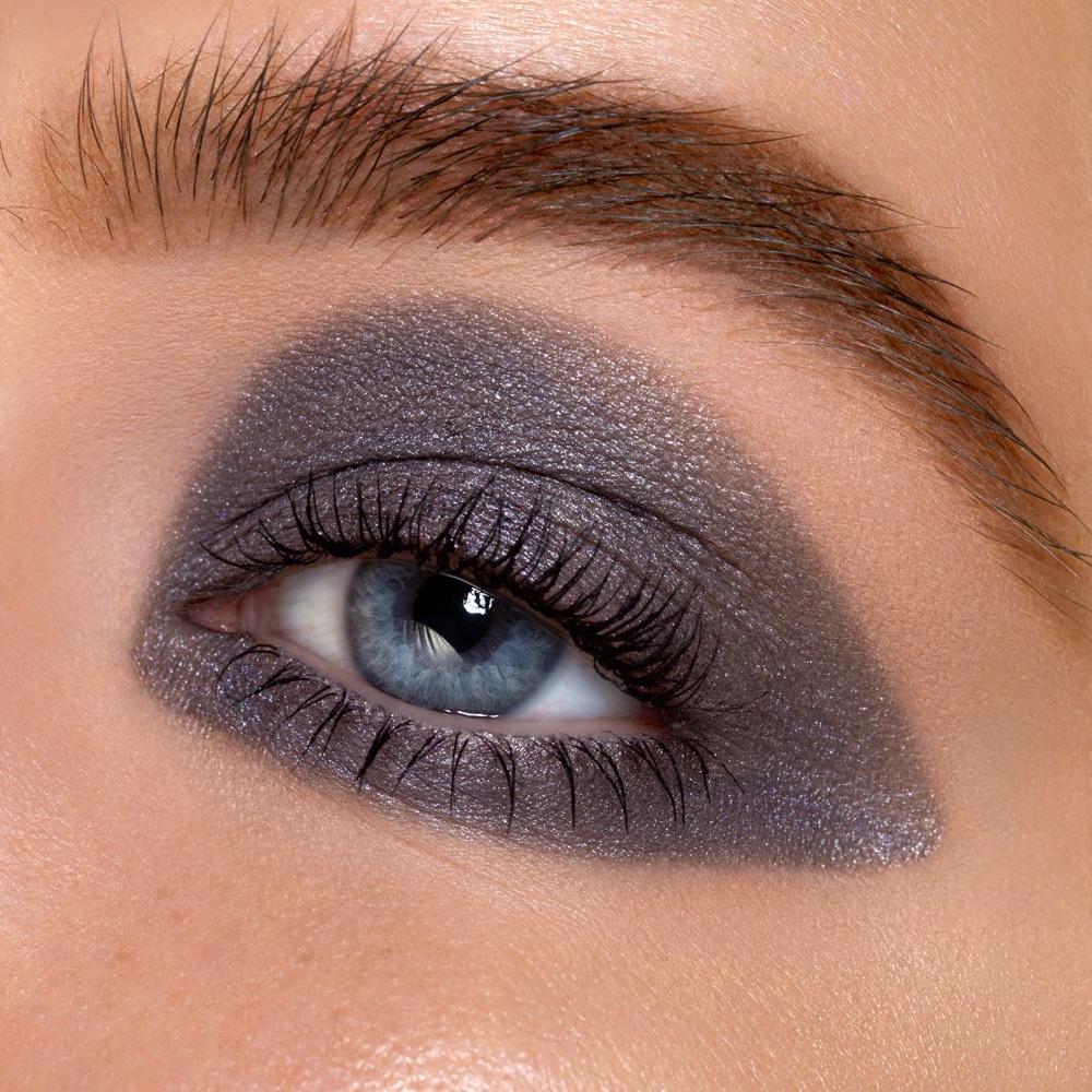 Medium Gray - AS 207 - ombretto  we make-up - Swatch carnagione chiara