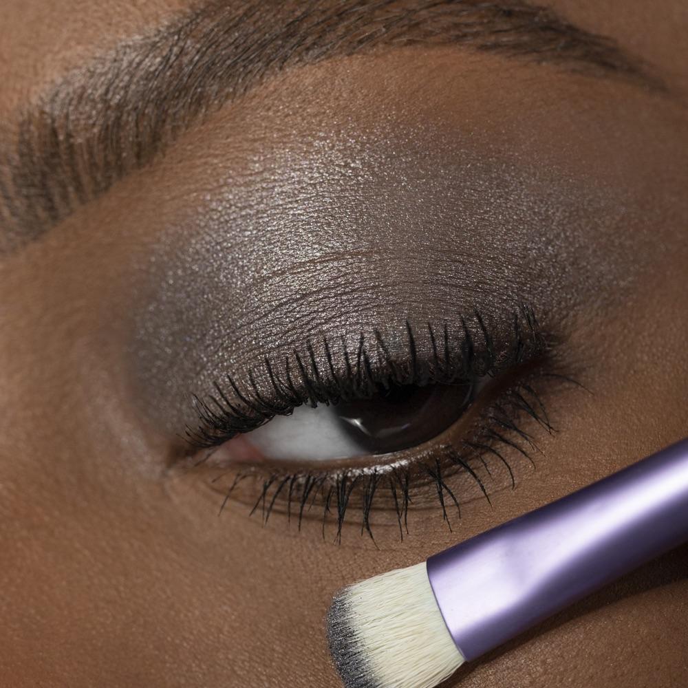 Medium Gray - AS 207 - ombretto  we make-up - Swatch carnagione media