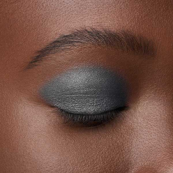 Medium Gray - AS 207 - ombretto  we make-up - Swatch carnagione scura