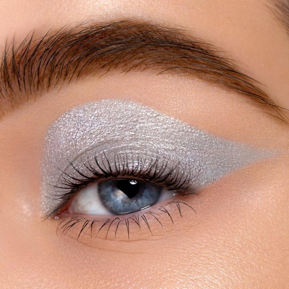 Vivid Silver - AS 305 - ombretto we make-up - Swatch carnagione chiara