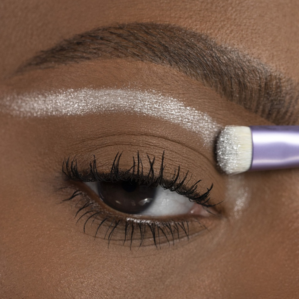 Vivid Silver - AS 305 - ombretto we make-up - Swatch carnagione media