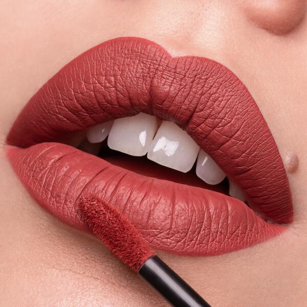 Saba Crimson - EVER 07 - liquid lipstick we make-up - Fair skin tone