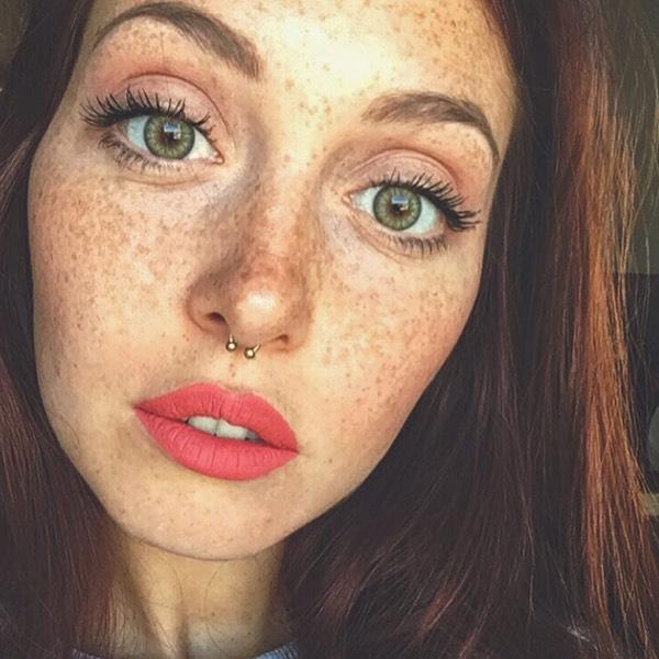 Salina Rose - EVER 20 - liquid lipstick we make-up - @camihawke
