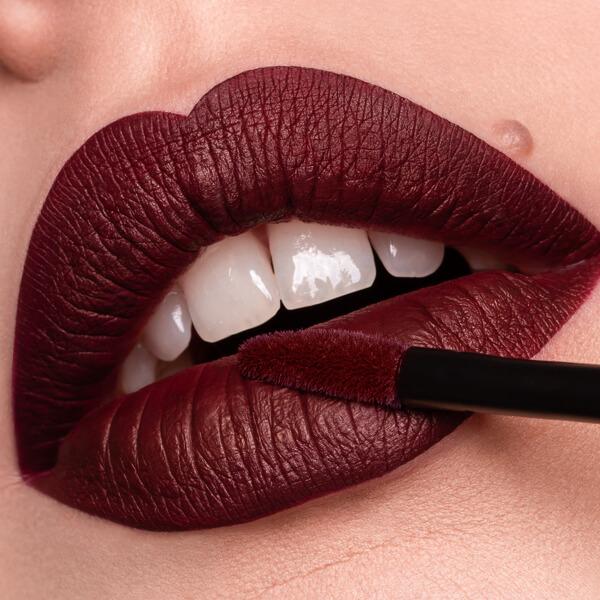 Amiata Aubergine - EVER 28 - liquid lipstick we make-up - Fair skin tone